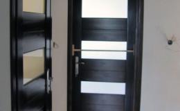 Drzwi-sosnowe-Orzech-na-4-plyciny-(1)
