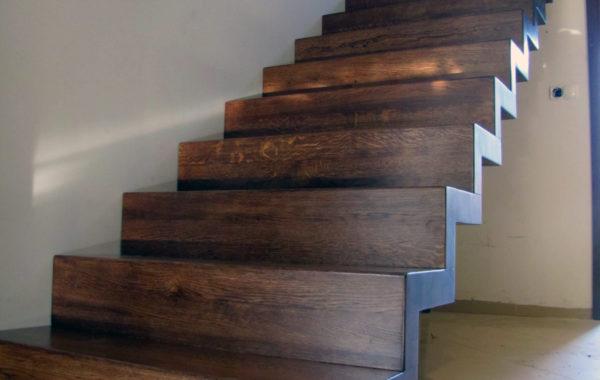 Schody drewniane dywanowe, dębowe warstwowo
