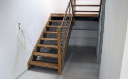 schody-q-debowe-z-podestem-kolor-giovanni-bpa-06-prety-inox-1