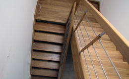 schody-q-debowe-z-podestem-kolor-giovanni-bpa-06-prety-inox-20