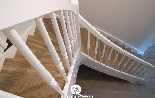 Schody dywanowe – Jesionowe stopnie – Puszczykowo