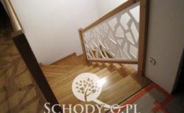 Schody-Q-Na-beton-Debowe-natura-(-czarne-zaprawki)-balustrada-LVL-biala-(17)