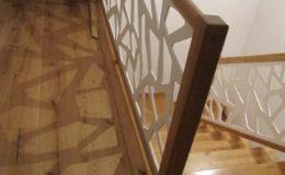 Schody-Q-Na-beton-Debowe-natura-(-czarne-zaprawki)-balustrada-LVL-biala-(18)