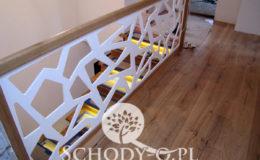 Schody-Q-Na-beton-Debowe-natura-(-czarne-zaprawki)-balustrada-LVL-biala-(20)