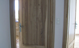 Drzwi-jesionowe-dwie-plyciny-lakierowane-bezbarwny-gori–(1)