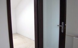 Drzwi-sosnowe-SZyba-na-cala-dlugosc-orzech-(6)