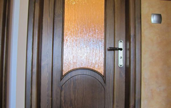 Drzwi sosnowe z łukiem