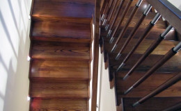 G-D-Jesionowe-na-beton-z-podestem-tr-drewniana-toczona-z-inox-Braz—kolor–(7)