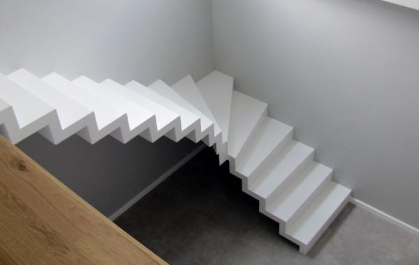 Schody białe dywanowe – Kolonia