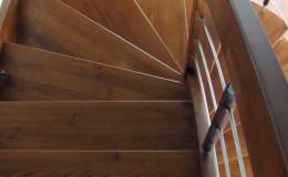 Schody-giete-jesionowe-bolcowe—-kolor-teak–(5)