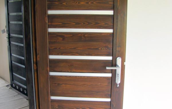 Drzwi sosnowe, orzech, 10 szybek