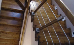 Wloclawe-schody-na-beton-CNC-po-skanowaniu-Balustrada-stal-nierdzewna—drewno-jesion-(1)