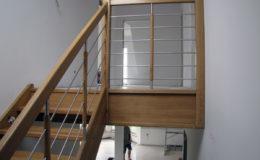 schody-q-debowe-z-podestem-kolor-giovanni-bpa-06-prety-inox-16