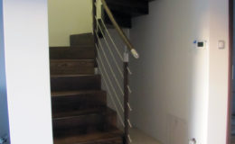 schody-q-dywanowe-jesionowe-orzech-porecz-okragla-plock-12
