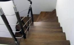 schody-q-dywanowe-jesionowe-orzech-porecz-okragla-plock-3