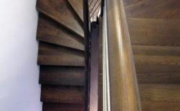 schody-q-dywanowe-jesionowe-orzech-porecz-okragla-plock-7