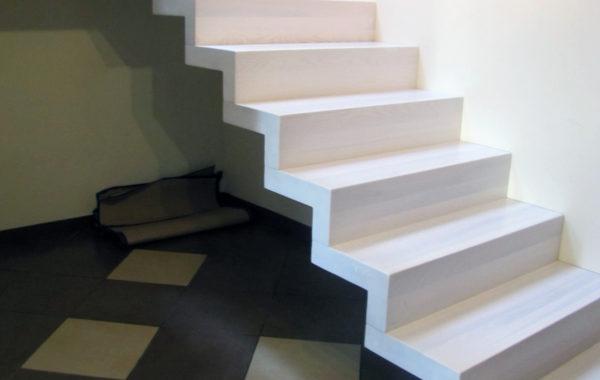 Schody-Q dywanowe jesionowe bielone 2 podesty