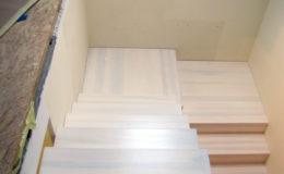 schody-q-dywanowe-jesionowe-bielone-2-podesty-grudziadz-7