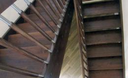 schody-q-jesionowe-z-podestem-tralka-walek-kwas-12