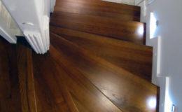 schody-q-tarczyn-na-beton-jesionowe-z-skanowniem-3-d-styl-angielski-16