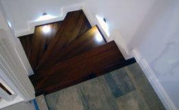 schody-q-tarczyn-na-beton-jesionowe-z-skanowniem-3-d-styl-angielski-3