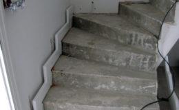 schody-q-tarczyn-na-beton-jesionowe-z-skanowniem-3-d-styl-angielski-6