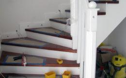 schody-q-tarczyn-na-beton-jesionowe-z-skanowniem-3-d-styl-angielski-8
