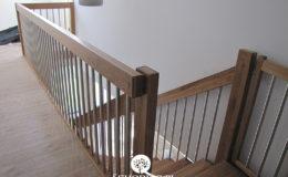 Schody Q.PL Torun Dywanowe wiszace debowe balustrada rura inox pion (13)