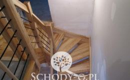 Schody-Q-Jesionowe-Policzkowe-samonosne-Olejowane–Balustrada-Czarne-prety-stal-Slupno–(5)