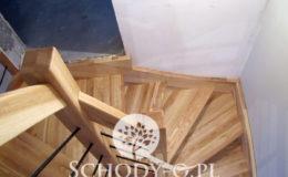 Schody-Q-Jesionowe-Policzkowe-samonosne-Olejowane–Balustrada-Czarne-prety-stal-Slupno–(7)