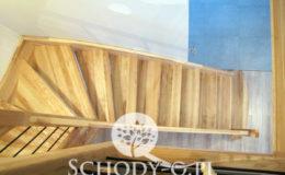 Schody-Q-Jesionowe-Policzkowe-samonosne-Olejowane–Balustrada-Czarne-prety-stal-Slupno–(8)