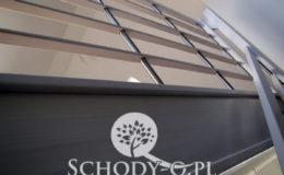 Schody-Q-Policzkowe-jesionowe-bielone-balustrada-listwa-poziomo–rura-inox-pion_16