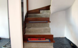 Schody-Q.pl-Na-beton—po-skanowani-i-CNC-Jesionowe-orzech-tr-walek-inox-Kostrzyn-(1)